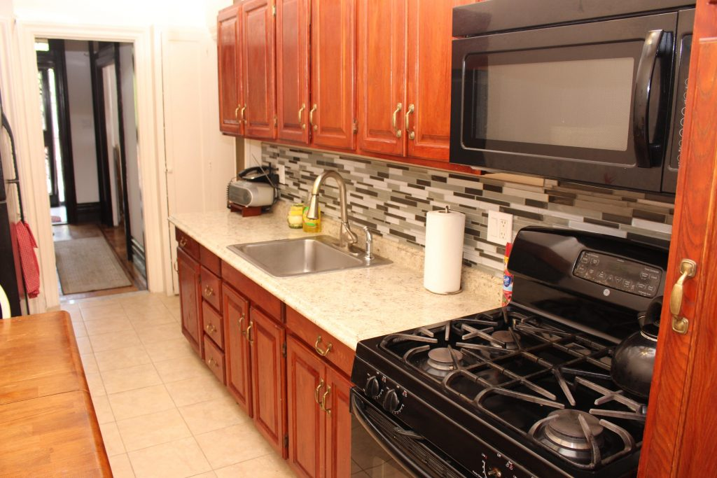 kitchen at 1237 union st in crown heights, brooklyn crg1103